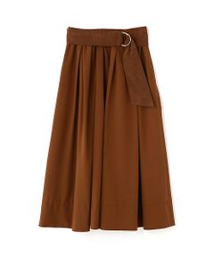 トレンドのボリュームスカートです。一枚で今年らしいスタイリングが完成します。シンプルなトップスやトレンドのボリュームブラウスなど様々なスタイリングで役立ちます。今年らしい新色のマスタードカラーも新鮮です。女性らしくエアリーな雰囲気が楽しめます。ウエストのサッシュベルトがポイントになっています。