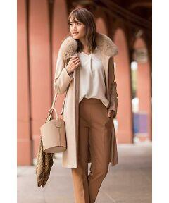 22OCTOBREらしく、クールなスタイルに着こなせるのが、このスタンドカラーコートです。カシミヤ混ならではの光沢感としなやかさで上品な雰囲気に。取り外し可能なフォックスファーは例年よりボリュームUP!リッチな仕上がりへと進化しました。大人Ladyなワントーンコーディネートで、今年らしいスタイリングがオススメです。