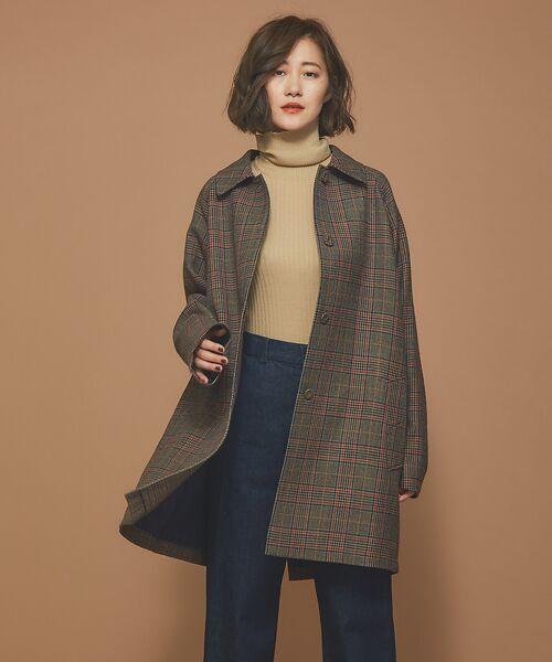 スタンダードなステンカラーコートをあえてオーバーサイズで着たような雰囲気がトレンド感溢れる一着。