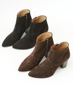 <b>トレンドに左右されないシンプルなデザイン。すっきりとしたシルエットがレディな足元をメイク。</b></br></br>柔らかで丈夫な山羊革を使用したショートブーツ。シャープなポインテッドトゥが女っぽさを格上げするデザインです。ヒールは歩きやすい太めシルエット。シンプルでベーシックだから、ボトムスを選ばず幅広いコーデにお使いいただけます。引き締め感のあるブラック、柔らかい雰囲気のブラウンの2色展開です。
