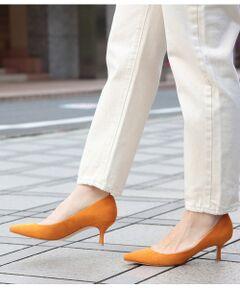 <b><大人気パンプスに19SS新型5.5cmヒールが登場!><br>走れるほど軽やかな履き心地とご好評いただいているボロネーゼパンプスの新型をお見逃しなく!</b></br></br>ご好評いただいているボロネーゼシリーズに今まで以上に長時間履いても疲れにくく、歩きやすい!毎日のコーディネートに最適な5.5cmヒールが登場!ヒールは履きたいけど、足が疲れる。そんな声にこたえる自慢のアイテムです!<br><br>超撥水・防汚加工をフェイクスウェードの素材に施し、雨の日も水がパンプス内に染み込みにくく毎日履きたいパンプスが実現。今シーズンはブランドのテーマカラーに合わせトレンドのビタミンカラー(グリーン・ピンク・オレンジ)に加え、毎日のコーディネートで着回ししやすいブラック・グレーを加えた5色展開。<br>[走れるほど軽やかな履き心地]にこだわるため、ボロネーゼ製法(柔らかな裏革を袋仕立てにして、足を包み込むような履き心地が特徴)を活かしています。<br>ストッキングやタイツを履いても横滑りしにくく、摩擦が起きにくい事で伝線もしにくいという、女性には大変嬉しいシューズです。見た目の美しさと履き心地の、絶妙なバランスを兼ね備えているフラットシューズなので、秋冬のコーディネートに活躍すること間違いなしの1足です。是非実感してみてください。<br><br>・柔らかいライニング(裏革)を袋仕立てにして、足を包み込むような履き心地が特徴です。<br>・足裏のソール部分の返りが良く、非常に歩きやすくなっています。<br>・インソールのフットベットのクッション性が高く、計算された程良い傾斜が、長時間の着用でも疲れにくく、快適な履き心地を叶えます。<br>・内蔵されたグリップが、かかとがしっかりとホールドしてくれることで、柔らかくサポートしながら脱げにくい仕様です。<br>・ソール部分には滑り止め機能がついているので雨の日にも安心◎<br><br>同シリーズで通常ヒール(GAA09060)、フラットタイプ(GAA09080)も展開しています。
