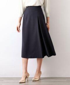 トリアセテートドライプラススカート<br /><br />美しいフレアのシルエットにプリーツを組み合わせたレイヤード仕立てのスカートです。表地と異なる、程よい透け感と軽さを持つ梨地ジョーゼットを使用することで、一層表情変化が加わったフェミニンなデザインです。<br />同素材でコート(V5A08333)ジャケット(V5E06333)がございます。<br /><br />上品な光沢感に加え、マット感とカジュアル感を兼ね備えるニューエレガンス素材です。<br />軽やかで、ドライな風合いをお楽しみください。<br /><br />モデル(下部ディテール画像):H 165 B 75 W 58 H 84 着用サイズ: 38