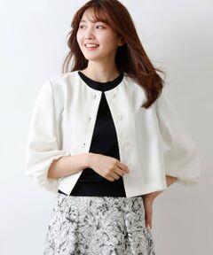 サネリアジャケット<br /><br />カーディガン感覚で軽く羽織れるノーカラージャケットです。袖口にギャザーを入れふんわり女性らしいシルエットにしています。柔らかく着心地の良い軽い素材で、夏の冷房対策にもお勧めです。<br />同素材でスカート(V5S20376)、パンツ(V5R09376)もございます。<br /><br />ナチュラルで心地よい清涼感が特徴の素材を使用しています。ソフトなハリ感が作りだす立体的なフォルムがポイントです。イージーケアで快適な着心地をお楽しみください。<br /><br />モデル(下部ディテール画像):H 165 B 75 W 58 H 84 着用サイズ: 38