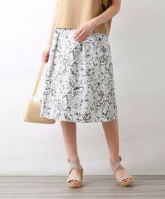 【Precious Collection】AUGUST ROSE EMBROIDERYスカート<br /><br />【AMACA 15TH ANNIVERSARY Precious Collection】<br />AMACAブランド立ち上がり15周年を記念して限定コレクションを発表します。<br />LIBERTY刺繍シリーズ<br /><br />総刺繍を施した程よくハリのある素材で、控えめなボリューム感の大人らしいフレアーシルエットに仕上がりました。身長を選ばずお召しいただける一枚です。<br />同刺繍を使用したワンピース(V5J15377)、コンビブラウス(V5M17377)もございます。<br /><br />緻密に描かれた植物模様が美しいリバティオリジナル柄を、プリントではなく刺繍で表現しました。<br />リバティ柄の細かい線をすべて繊細な刺繍で表現した技法は、AMACAでしか取り扱いのない大変価値のあるオリジナルアイテムです。<br />刺繍は日本の老舗レースメーカーである溝呂木レースで施していただいています。<br /><br />モデル(下部ディテール画像):H 165 B 75 W 58 H 84 着用サイズ: 38