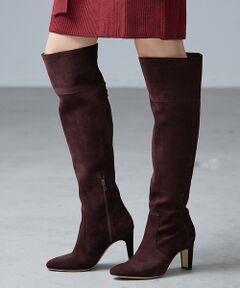 """女性らしさがぐっと高まる""""ロングブーツ""""!今年は膝上までカバーするような丈感に、スカートを重ねたスタイリングが旬。"""