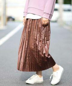 ◆程よい光沢感のある柔らかい素材を使用した大人かわいいスカート◆<br><br>ハード過ぎないレザー風の加工を施したプリーツスカート。<br>シンプルなコーデにアクセントになってくれる1枚。<br>秋らしいコーディネートを完成させてくれるアイテムとなっています。<br><br>※34(XSサイズ)・42(XLサイズ)はWEB・一部限定店舗での販売です。