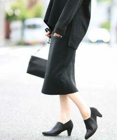 ◆冬のカセット服◆<br><br>センターバックにトレンドのアウトシームを施しスソ部分にはスリットを入れトレンド感と動きやすさのあるニットスカート。厚すぎないハイゲージミラノリブ組織で気になるヒップ周りもスッキリ魅せてくれます。<br><br>セットアップ対応アイテム<br>同素材カーディガン:K2CKJ05039<br>同素材ニット:K2FKJ13039<br>同素材パンツ:K2LKJ22059