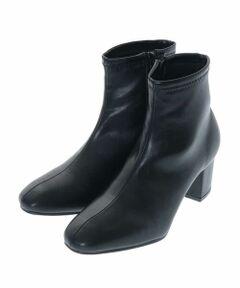 ◆ふんわりクッションがやみつきになる履き心地!◆<br><br>フェイクレザーのストレッチブーツ。<br>スクエアトゥに安定感のあるヒール、すっきりとした足首のデザインで足元をアップデート。<br>中敷きに低反発のクッションを使用しフィット感のある履き心地です。<br>屈曲性にも優れており、ラクチンな履き心地とすっきりとしたシルエットがやみつきになるブーツです。<br>同デザインのフェイクスエード:KS6AM13059<br><br>※屋外での撮影は色味が多少異なる場合がございます。<br>商品の色味は、スタジオ撮影の画像をご参照ください。