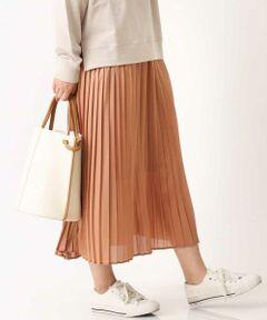 ◆いつものスカートをトレンド素材にチェンジするだけでぐっと今年らしく◆<br><br>生地の表面にツヤ感を出すチンツ加工を施した、<br>ひと手間加わったプリーツスカート。<br>定番でも他にはないアイテムです。<br>ストレッチ性があり少し透け感のある軽い印象の素材が、<br>今年らしく、シンプルなトップスにも、<br>映える1枚になっています。 <br><br>【スタッフ着用コメント】<br>身長:154cm/体型:普通/普段サイズ:M/着用サイズ:M<br>*サイズ感:ジャストウエストではいて<br>くるぶしにかかるくらいの丈です。 <br>*素材感:裏地もさらっとしていて着心地◎ <br>表地も光沢感が少しありながらも<br>テカテカしてないので着やすいです。<br>透け感も気になりません。<br>*着用感:裏地は膝までついているので安心して着用でき、<br>ひざ下は裏地がないので、プリーツの透け感も楽しめて<br>きれいに揺れる感じがかわいいです。