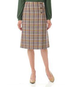 アクセントカラーがきいたカラーグレンチェックは、今年らしいハリのある素材を使用した、ラップ風スカートにしました。スッキリとしたシルエットで、ワンタック入れてラップ風にしており、飾り釦を付けています。ファスナーあきで着脱がしやすくなっています。クラッシックで華がある単品スカートです。深めにタックをとったラップ風デザインで足さばきが良く、足が見えない安心仕様です。(マシンウォッシャブル可)
