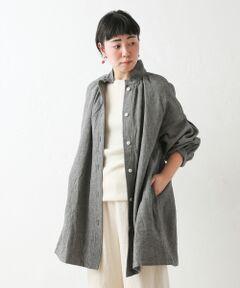 ウール混の暖かみのあるしっかりした素材が魅力的なシャツジャケット。ゆったりシルエットながらも、ラフになりすぎずに大人可愛い雰囲気を演出してくれます。衿と袖口のタックやトレンドのドロップショルダーが、女性らしいデザイン。細めパンツやレギンスなどに合わせるとバランス良く決まります。<BR>