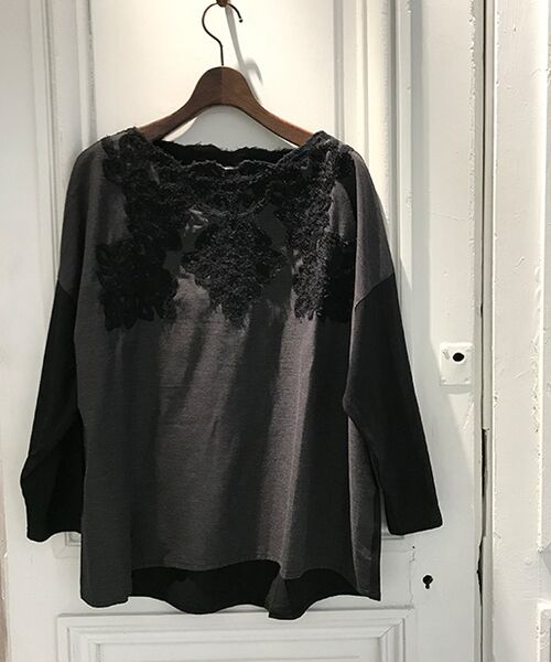 BEARDSLEY / ビアズリー カットソー | 襟ぐり刺繍カットソー(ブラック)