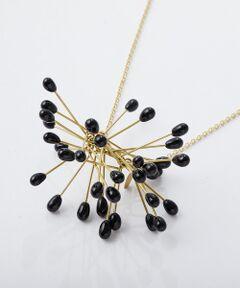 """スペインのガラスアクセサリーデザイナー、「ROSA MENDEZ」のネックレスが登場。<br />去年は店舗で、即完売してしまったこちらのデザイン。大きめな大胆なモチーフながら、どんなスタイルにも馴染んでくれるネックレスです。<br /><br /><a href=""""https://www.palcloset.jp/addons/pal/blog/detail/?article_id=383201&amp;b=beardsley""""><strong><span style=""""font-size:16px;""""><span style=""""color:#3498db;"""">&rArr;詳細をブログでご紹介。</span></span></strong></a><br /><br /><strong>《ROSAMENDEZ》</strong><br />スペインのガラスアクセサリーデザイナーROSA MENDEZ。ガラスに真鍮を組み合わせ、シンプルながらも遊び心あるデザイン。シンプルなコーディネートの時に身につけると、お洋服をより良く引き立ててくれる、万能アイテムです。<br /><br />import<br />goods<BR>"""