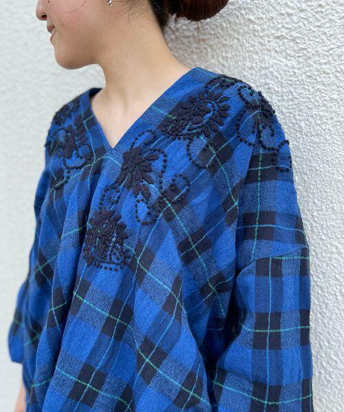 BEARDSLEY / ビアズリー シャツ・ブラウス | ウールチェックハンド刺繍ブラウス(ブルー)