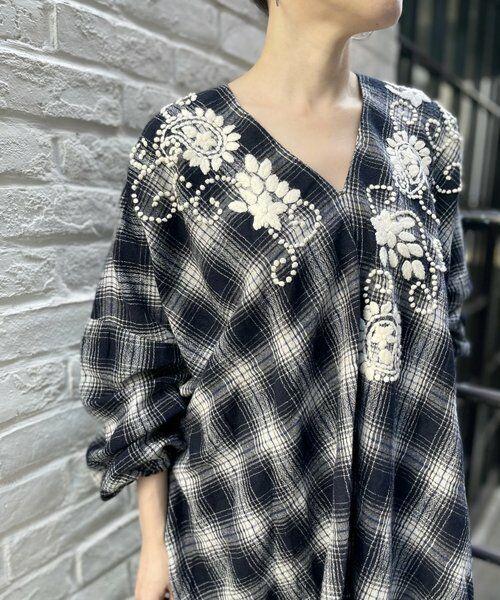 BEARDSLEY / ビアズリー シャツ・ブラウス | ウールチェックハンド刺繍ブラウス(ネイビー)