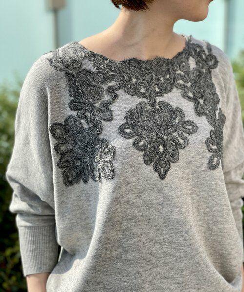 BEARDSLEY / ビアズリー ニット・セーター   襟ぐり刺繍ニット(グレー)