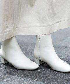 すっきりとした細身のシルエットとレザーのリュクスな質感が魅力的ショートブーツ。<br>太めのチャンキーヒールで安定感があり、足への負担も少なく歩きやすい一足です。<br>今年のトレンドらしいスクエアトゥに、ホワイトカラーも新鮮。<br>サイドジップの着脱もスムーズで、パンツスタイルにはもちろん、フェミニンなスカートとのスタイリングもおすすめです。<br><br><font color=purple>店舗へお問い合わせの際は、全国のBEAUTY & YOUTH各店舗まで下記の品名/品番をお申し付け下さい。<br>品名:FC BY L SQU BTS4.5 品番:1831-699-5560</font>