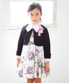 """カバリエレ・アズーロのローズブーケプリントが美しいワンピース。<br>落ち着いたカラーリングが高級感漂う1枚。<br>高めのウエスト位置で切り替えてタックを入れたデザインが、上品な女の子らしさを演出してくれます。<br>ノースリーブタイプなので、インナーや羽織もの次第で表情を変えた着こなしをお楽しみ頂けます。<br><br>【BeBe(べべ)】<br>""""LOVE MODERN"""" 少しおませで、生意気なヨーロピアンカジュアルの提案。<br>時代性・流行性をとらえ、ベーシックでもワンポイントを施した遊び心、楽しさを盛り込んでいます。 <br>シンプルだけど、こだわりのあるオリジナリティーを重視しています。"""