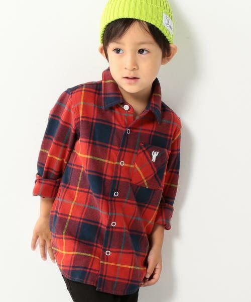 Tシャツの羽織にも、ニットのインナーにも活躍する長袖のチェックシャツ