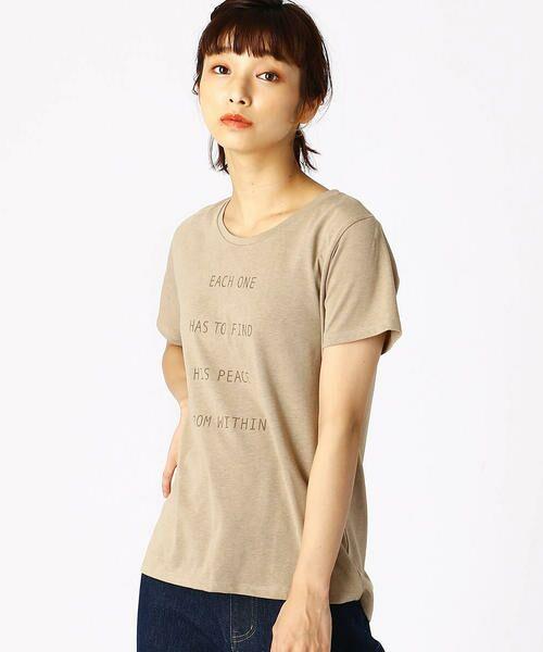 COMME CA ISM / コムサイズム Tシャツ   ロゴプリントTシャツ(ベージュ)