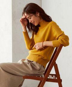 《素材》<br>柔らかく、なめらかなソフトタッチの糸。<br>チクチク感が少なく、肌触りの良さが特徴です。<br><br>《デザイン》<br>ミドルゲージで編んだハイネックニットです。<br>袖から衿にかけてリブを続きで編み、体の動きになじむため動きやすいのが特徴。<br>身頃はフラットな天竺編みで、袖のリブを引き立てるデザインにしています。<br>また、程よいゆとりを持たせたハイネックなので、着心地抜群。<br>全8色の豊富なカラーバリエーション。<br>ベーシックカラーから鮮やかなアクセントカラーまで、幅広い色を選べます。<br><br>***レディース・メンズ・キッズでもお揃いで着られる***<br>メンズ:47-71KR07-200<br>キッズ:98-43KR07-200