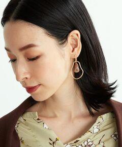 ◆ ONIGIRI(おにぎり)のイヤリング ◆<br><br>《素材・デザイン》<br>華奢なフープとマットなマーブル模様のパーツが上品な印象のイヤリング。<br>揺れる動きのあるデザインで顔周りを華やかにしてくれます。<br>クリップ部分に調節ねじが付いているので、ご自身の付け心地の良いサイズに調節可能です。