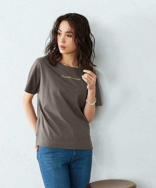 COMME CA ISM / コムサイズム Tシャツ | 《コットン》 ドルマンスリーブ ロゴプリント Tシャツ(カーキ)