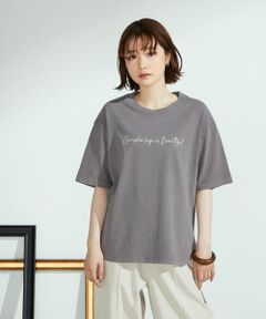 ◆ONIGIRI(おにぎり)のメッセージプリント Tシャツ◆<br><br>《素材》<br>繊維の中に空気を含んでいる、OE糸(オープンエンド糸)で編んだ天竺素材です。<br>製品化したあとに、染めの加工を施しているので、生地の味わいを感じる色が特徴。<br>その後、バイオウォッシュ加工(洗い加工)を施し、<br>柔らかな肌触りで着心地良く仕上げました。<br>別地は薄手で、柔らかな肌触りのコットンブロード素材。<br>Tシャツとの異素材を楽しめる、軽やかな着心地のアイテムです。<br><br>《デザイン》<br>程よいゆとりがあり、リラックス感のあるデザインTシャツです。<br>後ろ裾は別地で切り替え、軽やかな印象。<br>ゆとりを持たせた五分袖なので、二の腕周りをナチュラルにカバーするデザインです。<br>胸元にメッセージプリントを施して、カジュアルな印象に仕上げました。<br>前後の裾は、1枚でもサマになるラウンドヘム仕様です。<br><br>……………………<br>透け感:なし(別地 ややあり)<br>厚さ:普通(別地 薄手)<br>伸縮性:あり(別地 なし)<br>光沢感:なし(別地 なし)<br>裏地:なしポケット:なし<br>洗濯方法:洗濯機洗い可<br>……………………