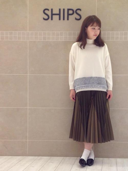 今期人気のプリーツスカートを使用したコーディネートをご紹介させていただきます。 インパクトのあるbeautiful peopleのスカートには、デザイン性のあるトップスを合わせて着るのがオススメです。  tops  316-04-0268  ¥27000(+tax) skirt  313-24-0245  ¥36000(+tax) shoes  315-04-0071  ¥16000(+tax)