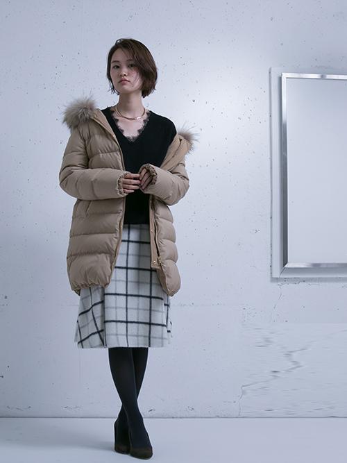 やわらかでフェミニンなスタイリングに、ダウンコートを合わせた、甘辛コーディネート。 UR 東急プラザ銀座店:yukina 162cm