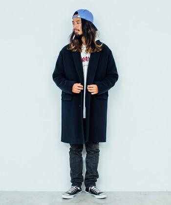 ストリート感溢れるコーディネートに、 キレイ目のロングコートをプラスしました。