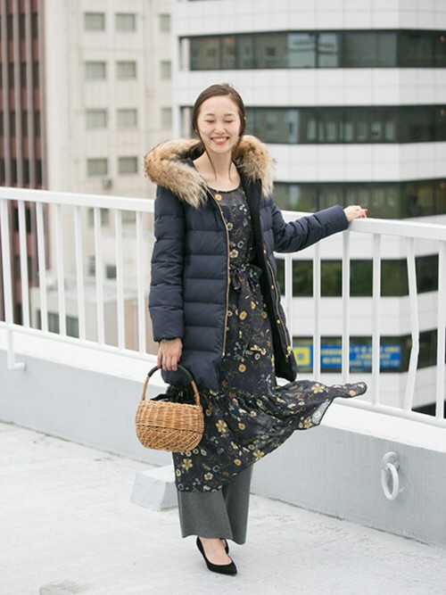 プリントワンピースは 普段あまり着なれないのでとても新鮮です🙈  甘くならないよう、 ニットパンツを合わせてリラックス感を☺️  モデル:166㎝