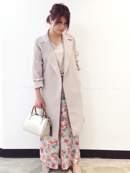トレンチコートを使ったships for womenのレディースファッション