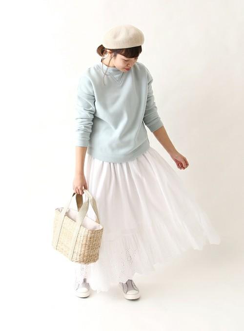 たっぷりとしたフレアラインがレディムードを高めるスカート♪  モデル:158㎝