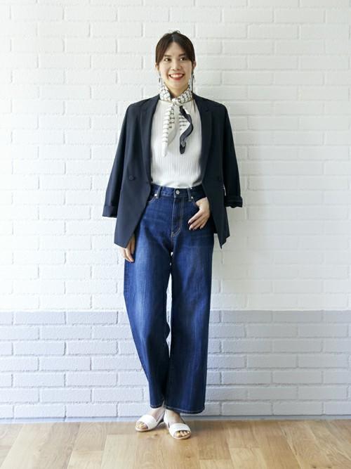 jacket×denim  今年取り入れたい休日スタイルは、ジャケット×デニムの合わせ。  キレイめみえする長丈のジャケットはデニムと相性抜群。 スカーフを合わせてより大人っぽくカッコいい印象に。  MODEL:170~174cm