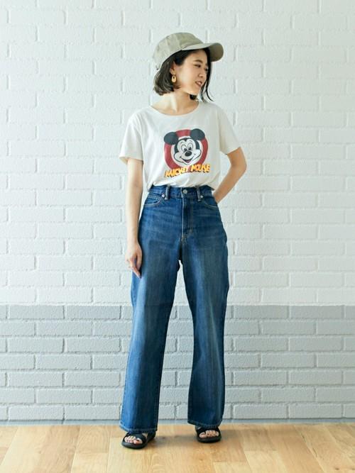 ヴィンテージライク  ヴィンテージ感のあるTシャツにワイドデニムをあわせ今年らしい着こなしに。 キャップやサッシュベルトでアクセントをつけるとこなれ感がでます。