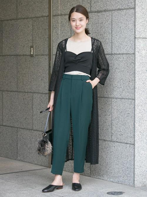 ブラックベースに挿したグリーンが女性らしい。 クールなスタイリング。
