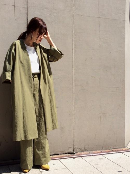 同色でまとめた秋色コーデ ワンピース風にも着こなせるガウンコート。 熱がこもらないように仕上げたこだわりのデザインです。