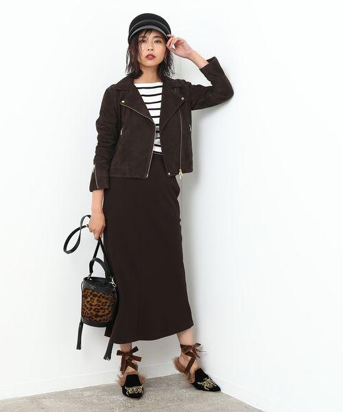 定番のフレンチスタイルはブラウン合わせで旬顔に  全身ブラウンでまとめた大人のフレンチスタイルが新鮮。 ベーシックなアイテムも、色や素材、丈やラインを維新すれば旬顔に。 シルエットが美しいマーメイドラインのスカートは、金子綾さんとのコラボシリーズです。    ※otonaMUSE10月号掲載※