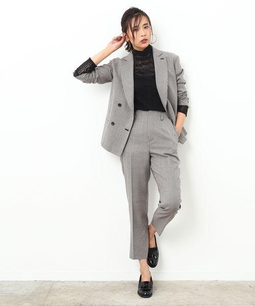 旬なジャケットスタイルは女っぽくさらりと着こなして   大人でも着やすい千鳥格子柄に、こだわりの絶妙なシルエットがポイントです。もちろん、それぞれで使っても、洒落て見えること間違いなし! インナーにレースのブラウスを合わせて、媚びないけど、ヌケ感がどこか女性らしくてかっこいいスタイルの完成です。    ※otonaMUSE10月号掲載※