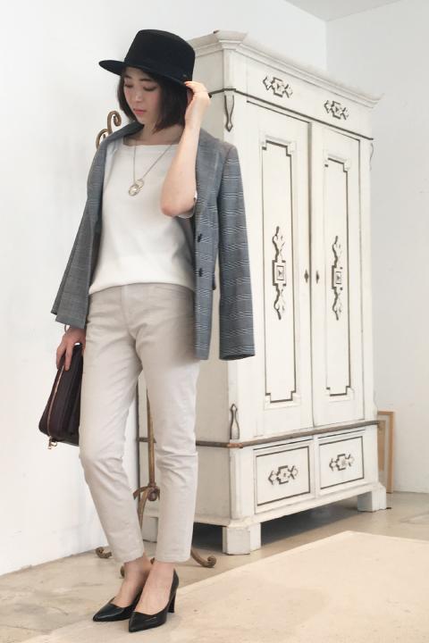 """今年のトレンド大本命""""グレンチェック""""柄のマニッシュなジャケットをカジュアルなカーゴパンツと合わせてデイリー仕様に。少しハズしたジャケットスタイルが今っぽい。/157cm"""