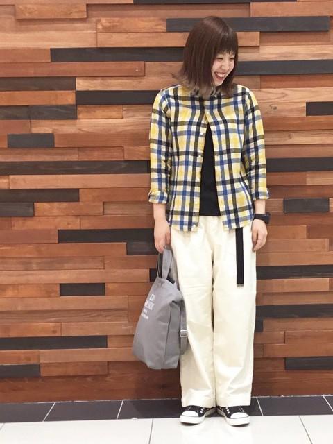 昨年も大人気で今年も早くも好評なウィンターリネンのシャツが新色で入荷しました! スカート合わせで可愛いらしく着るのもいいですがワイドパンツと合わせてメンズライクにまとめるのが オススメです!  モデル身長:160~164cm