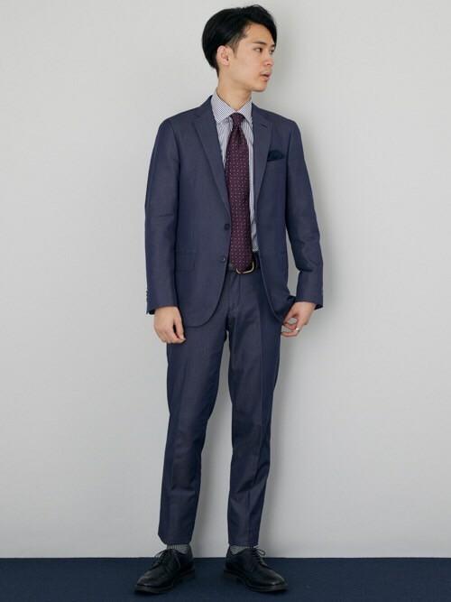 初秋のスーツスタイル コットンの生地、明るい色を用いることによって今の時期から着ることが出来る初秋スーツスタイル。
