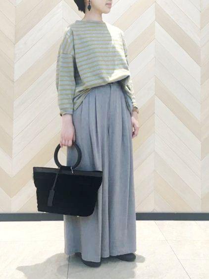 秋仕様のスタンド衿ボーダー。 同系色でまとめた大人なシンプルスタイルがおすすめ♪