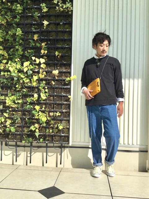 朝晩涼しくなってきて少し秋を感じられるようになってきましたね! そろそろ長袖に袖を通して秋気分に切り替えてみてはいかがですか? 白シャツに黒のビッグTを合わせてカジュアルに清潔感をプラス☆ 暑ければTシャツを脱いでシャツの上に肩がけしたり気温に合わせてスタイルングの変化も 楽しんでもいいかも。  モデル身長:180~184cm