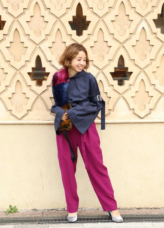 2017年9月、自立した大人の女性へ向けたニューライン【mici】誕生! 入荷前からスタイリストさん人気が高く、多くの雑誌でも紹介されたベルスリーブブラウス。 とにかく今年らしいシルエット&前後逆にしても着られる2WAYデザインが魅力です。   スタッフ身長:153cm