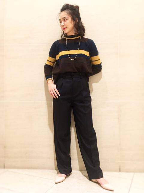 こちらのニットはコンパクトな着丈で レトロな配色がポイントです。 インしなくてもスッキリと着れて ボトム合わせも困らないです。