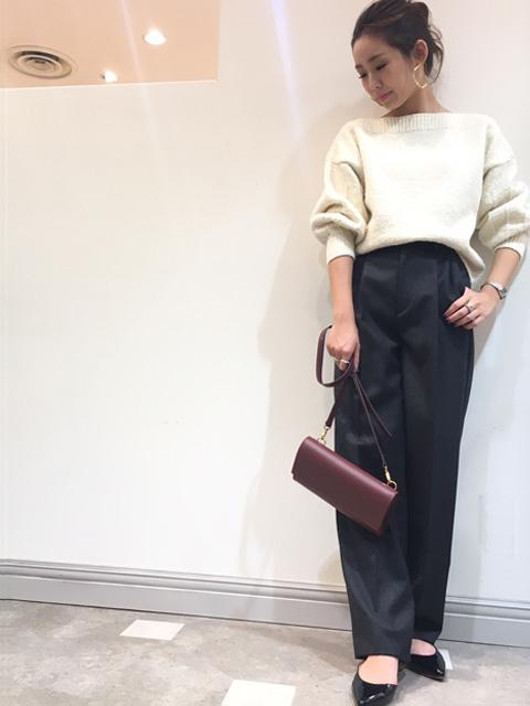 新作のウールフランネルパンツのご紹介です♪   全体的に広がりすぎず、シルエット綺麗に着て頂ける ワイドパンツです! ウール素材なので、真冬までお使い頂けますよ♪