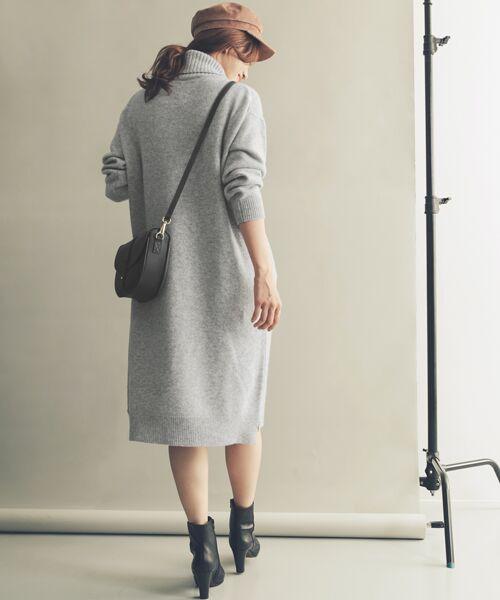 シルエットがきれいな シンプルな膝丈ニットワンピースです♪  モデル:168㎝