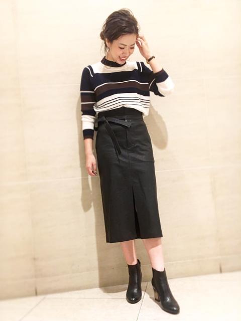 ブラックのタイト目なスカートとショートブーツで 大人っぽく着てみました! 柄物をあまり着られない方も落ち着いたお色味なので 着やすいですよ♪
